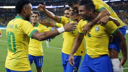 Brasil 2-2 Colombia. Casemiro abrió el marcador y el atacante del PSG lo cerró; Muriel marcó un doblete.