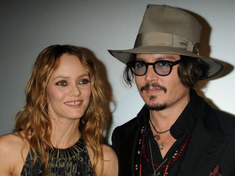 1. Johnny Depp: Más de 14 años estuvo con Vanessa Paradis sin casarse, y cuando lo hizo ¡tronaron!