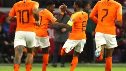 Con triplete de Wijnaldum, y gol de Nathan Aké, Holanda golea en casa 4-0 a Estonia.