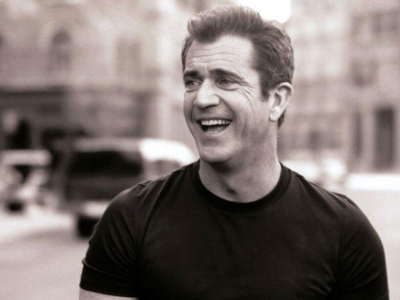 En 1997, Gibson fue nombrado Oficial de la Orden de Australia honorario, por su servicio a la industria australiana de cine.