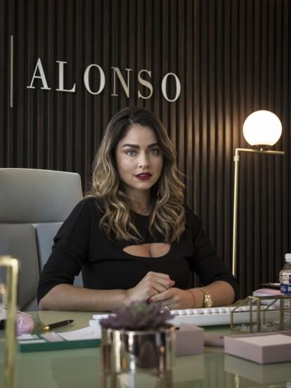 Claudia Martín muy metida en su papel de 'Natalia' en las empresas Reyes Alonso.