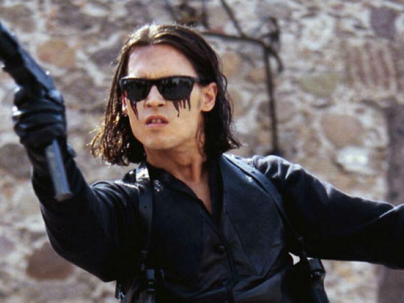 11. Once Upon a Time in Mexico (2003): En la tercera secuela del Mariachi, Depp se transforma en un agente secreto corrupto.