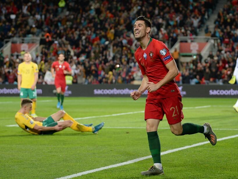 Con triplete de Cristiano Ronaldo, el combinado portugués apaleó 6-0 a su similar de Lituania rumbo a la Euro 2020.