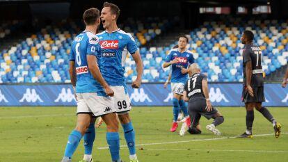 Napoli 2-1 Udinese | Rodrigo de Paul (22') adelantó a los visitantes y Milik (31') emparejó los cartones. En tiempo de compensación, Politano (90+5') hizo el gol que le dio el triunfo a los de Gattuso. Hirving 'Chucky' Lozano no tuvo actividad en el partido. Napoli llegó a 56 unidades y se mantiene con buenas posibilidades de jugar la Europa League; Udinese acumula 36 unidades en la parte baja de la tabla general.