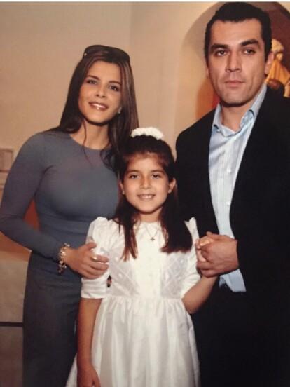 Fruto de su relación con la conductora de televisión Adriana Cataño, Jorge Salinas se convirtió en padre por primera vez de una niña llamada Gabriella, a mediados de la década de 1990.