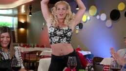 Niurka muestra sus mejores pasos de baile en Con Permiso