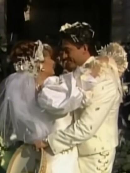 Esmeralda: Fernando Colunga se metió en la piel de ?José Armando Peñarreal De Velasco? para casarse con ?Esmeralda? (Leticia Calderón), vestido de charro con traje blanco.