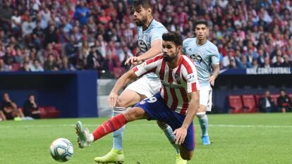 Atlético de Madrid recibe al Celta de Vigo y reparten unidades. Los mexicanos iniciaron el encuentro.