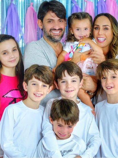 Inés Gómez Mont es una de las famosas que constantemente comparte fotografías y anécdotas junto a sus hijos, a quienes cariñosamente llama en redes sociales 'pulgas'. ¡Conócelos!