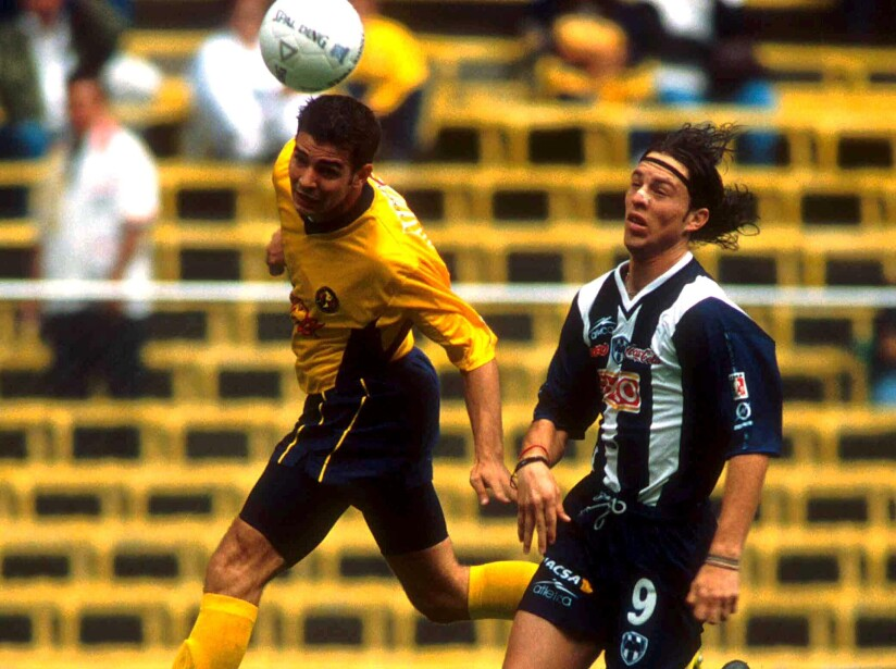 Recordamos la carrera futbolística del goleador regiomontano que brilló en la cancha por sus condiciones y talento para jugar dentro del área.