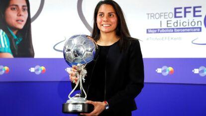 Kenti Robles es la primera mexicana en obtener el 'balón de plata' que otorga la agencia EFE en la categoría femenina por primera vez en la historia.