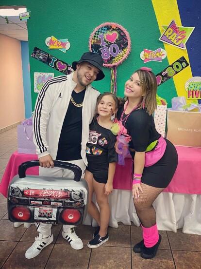 Victoria, la hija que tuvo Lorenzo Méndez con Claudia Galván, cumplió 10 años y el cantante le organizó una gran fiesta que tuvo como tema central la moda de la década de los años ochenta.