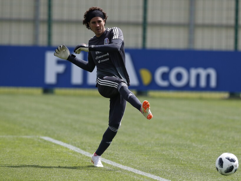 Ochoa, Talavera o Corona, los tres son capaces de defender el arco mexicano en el Mundial