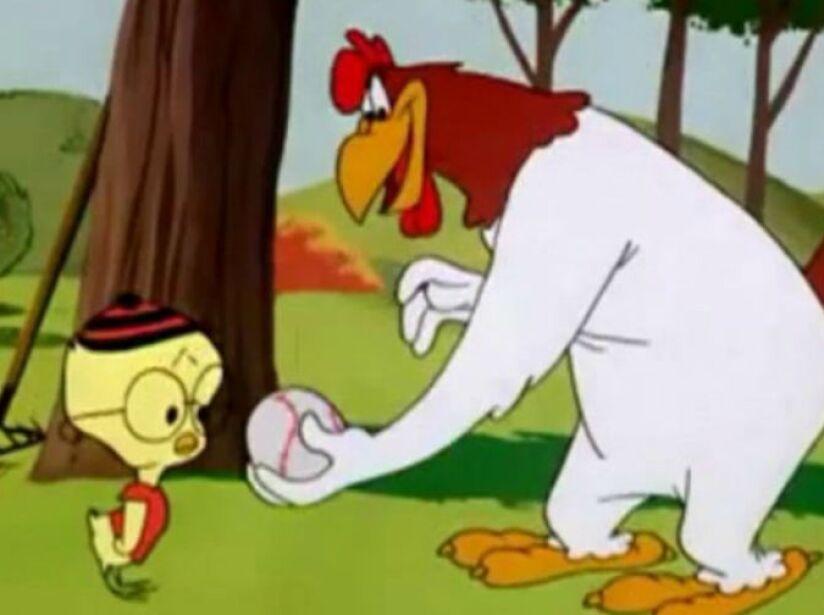 8. Junior: Es un personaje que aparece junto al Gallo Claudio, quien trata de enseñarle al chico Cabeza de huevo.