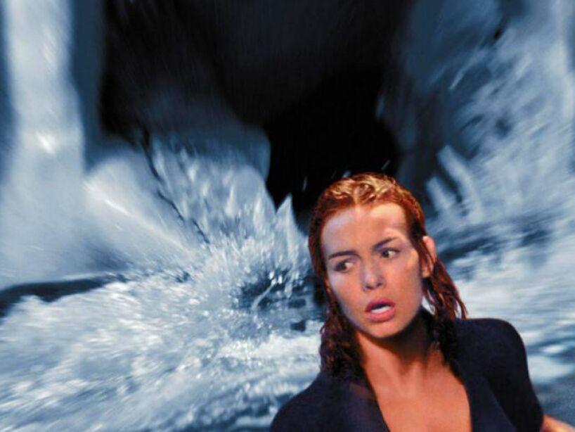 ¿Tiburones alterados genéticamente para ser más inteligentes? Esa es la premisa de Deep Blue Sea de 1999.