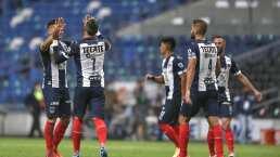 'Vasco' Aguirre 'le mete mano' al once titular de Rayados