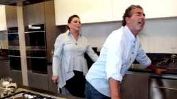 ¡Dime vaquero!: Raúl Araiza recibe picantes clases sobre erotismo desde su cocina