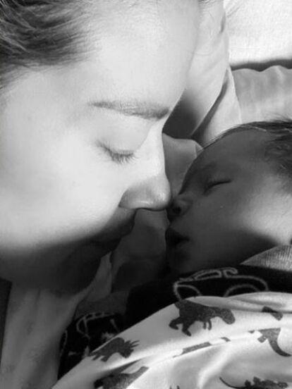 Fue tanta la emoción e ilusión que Fernanda Castillo vivió durante la dulce espera que no dejó de presumir en redes sociales algunos detalles de este momento, desde que hizo público su embarazo hasta la tierna foto con la que anunció el nacimiento de Liam.