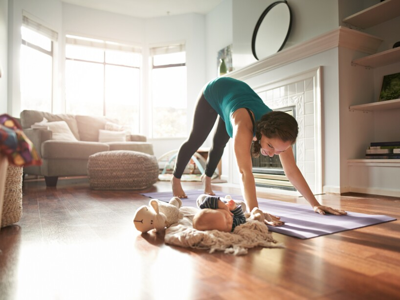 Yoga para principiantes ejercicios b sicos para hacer en casa hor scopos las estrellas tv - Ejercicios yoga en casa ...