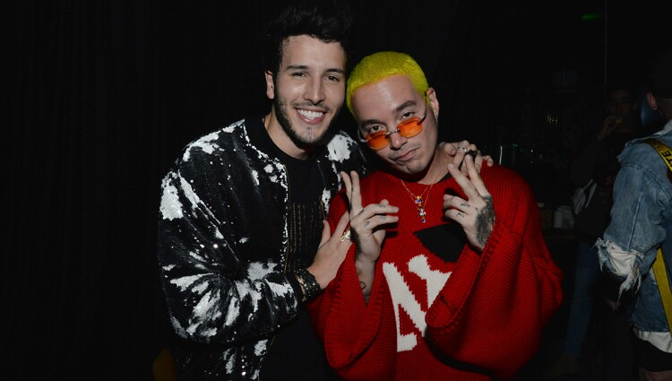 Sebastian-Yatra-and-Buchanans-Brand-Ambassador-J-Balvin-backstage-at-Casa-Buchanans.jpg