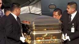 Dentro del ataúd dorado, las cenizas de José José llegan a México para comenzar los homenajes