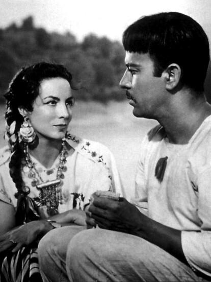 Como una de las máximas actrices del Cine de Oro Mexicano, la vida de María Félix continúa siendo hasta la fecha una historia llena de intriga y poder, pues 'La Doña' se consolidó como una estrella, incluso con gran reconocimiento a nivel internacional.