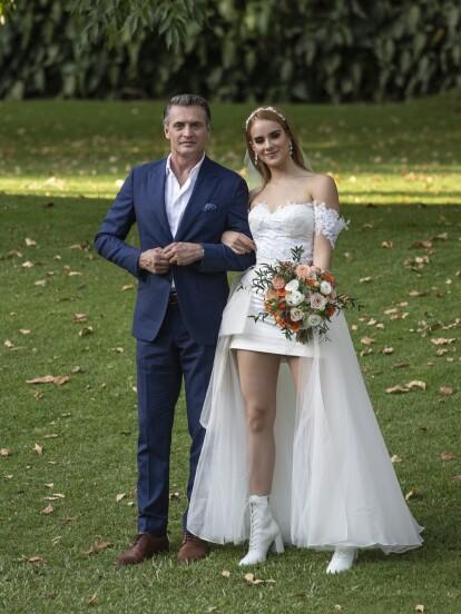 ¡Llegó el día de la boda de Katya con Diego! Tyler, el padrino del enlace matrimonial, posa feliz con la hermosa novia.