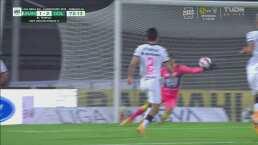 ¡Atajadón! Talavera le arrebata el gol a Uriel Antuna