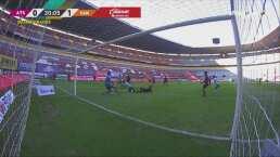 ¡Camilo evita el segundo! Vargas frustra el intento de Aguirre