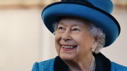 Hoy celebra su cumpleaños número 94 y sólo un club de futbol ha tenido el honor de tomar té con ella.