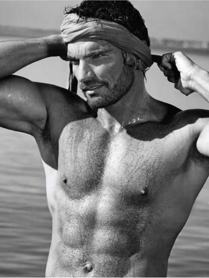 Julián Gil es un actor, modelo y animador originario de Argentina.