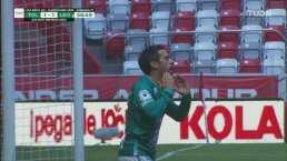 ¡Se lamenta! El poste evita el gol de Fernando Navarro para el León