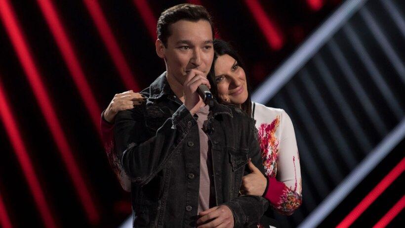 Johan Sotelo canta 'Attention' y convence a Laura Pausini
