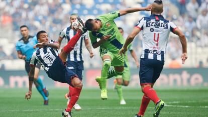 Dos penales bien cobrados por Nicolás Sánchez le otorgan el primer punto del Clausura 2020 a Rayados; Morelia también sumó su primera unidad.