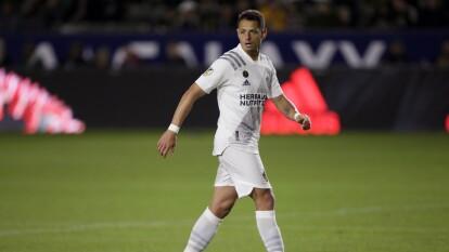 Javier Hernández siempre nos ha sorprendido con sus cortes de cabello, y esta vez nos sorprendió ya que regreso a usar su corte de pelo más famoso.