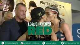 Boxeadora intenta besar a su rival en face to face