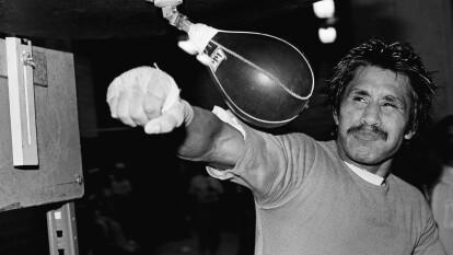 José Guadalupe Pintor Guzmán nació el 13 de abril de 1955 en los suburbios de la Ciudad de México. Tuvo una infancia plagada de carencias y violencia intrafamiliar. Eventualmente huyó de su hogar para vivir un tiempo en las calles de la Ciudad de los Palacios.