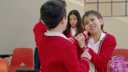 ESCENAS: Defendiendo a Lorena del bullying