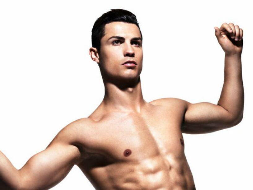 8. Cristiano Ronaldo: Ya sea jugando para el Real Madrid o como modelo de ropa interior, jamás pasa desapercibido.