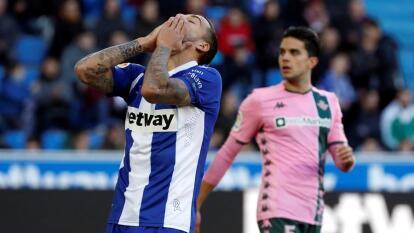 El Real Betis no pudo contra el Alavés y sólo lograron el empate con goles de Alex Vidal del Alavés y de Emerson por parte del Betis. Los mexicanos tuvieron presencia en el partido, Andrés Guardado jugó los 90 minutos, mientras que Diego Laínez sólo jugó 17 minutos.