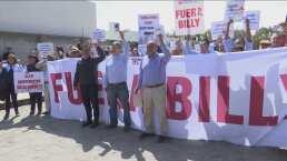 Socios de Cruz Azul protestan en contra de Billy Álvarez en la FMF