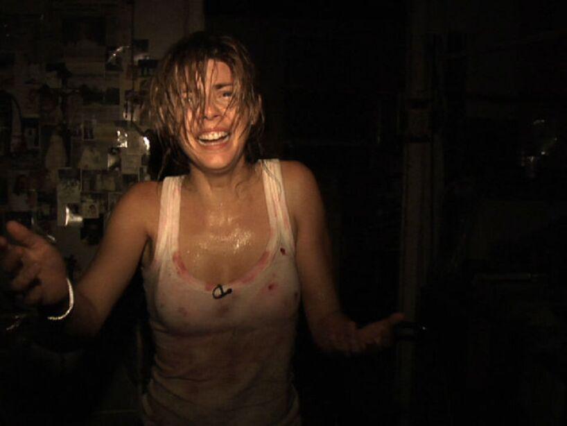 REC (2007): Un crew de un programa de televisión se verá afectado por un brote de seres violentos y muy hambrientos.