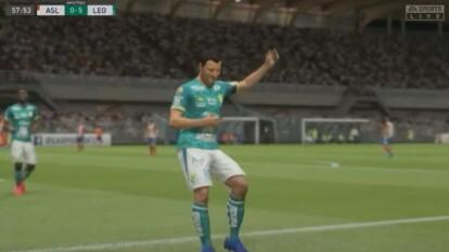 Reyes intentó reaccionar pero fue deamsiado tarde; Sosa jugó impecable. Atlético San Luis (Reyes) 1-6 León (Sosa)