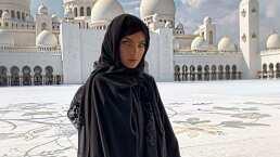 Belinda visita los Emiratos Árabes y sorprende utilizando un hiyab