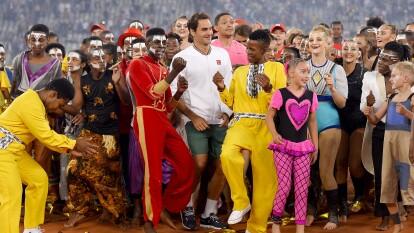 El Cape Town Stadium, en Ciudad del Cabo, recibió a 51,954 espectadores que presenciaron la victoria de Roger Federer sobre Rafael Nadal por 6-4, 3-6 y 6-3. El juego entre Zverev y Federer en la Monumental Plaza de Toros México había roto dicha marca al recibir a 42,517 asistentes.