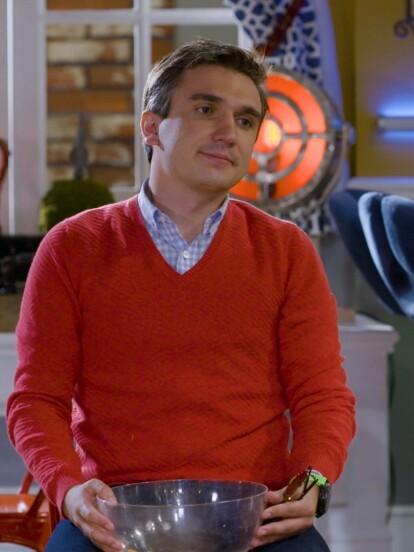 Miguel Pérez, quien interpreta a 'Ludoviquito P. Luche', participó como 'Miguelito P. Luche' en el capítulo 8 de la novena temporada.
