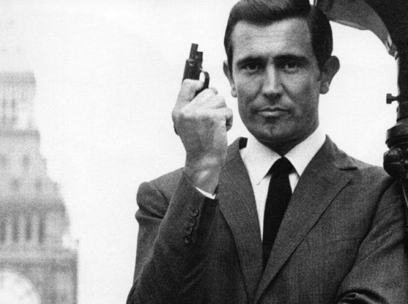 4. George Lazenby (1969): Fue el único Bond que se casa y su esposa de ficción es asesinada por sus enemigos.