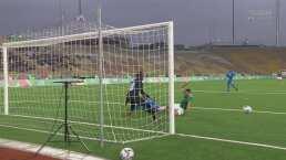 ¡Se pedía penalti! Paolo Yrizar no pudo rematar en el área chica