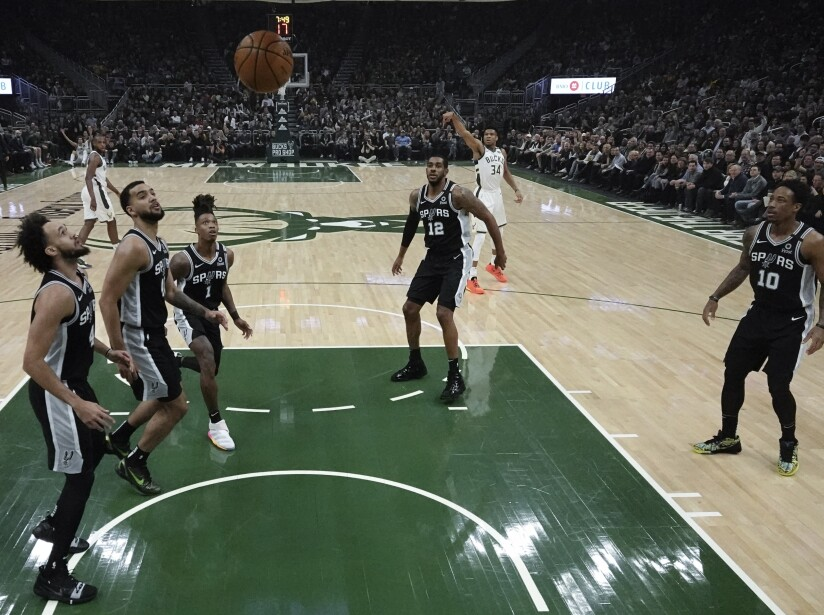Spurs Bucks Basketball