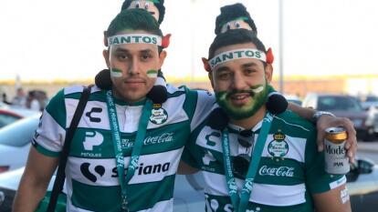 La afición de Santos está ilusionada y muestra apoyo total para Santos.